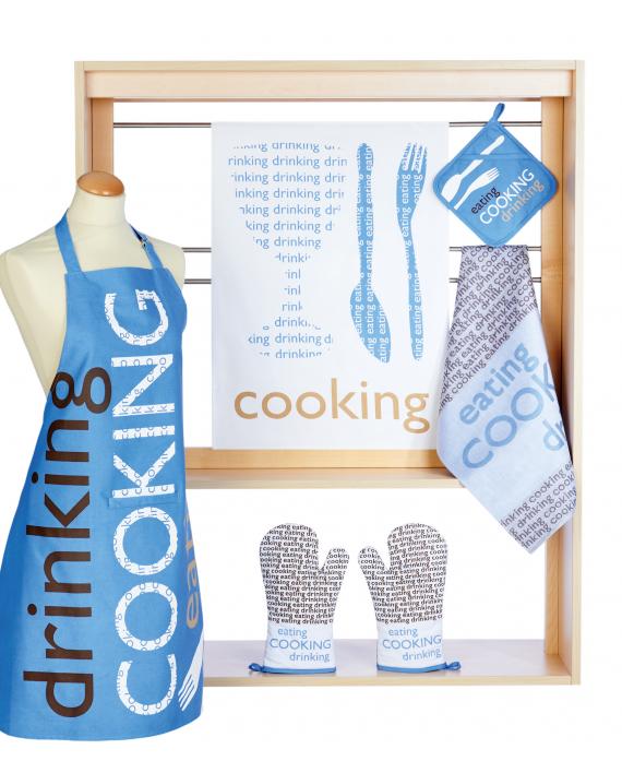 tablier newpaper bleu de cuisine stuco motif typographie cooking bleu
